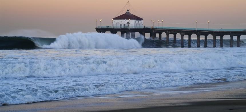 Rough waters hit Manhattan Beach Pier